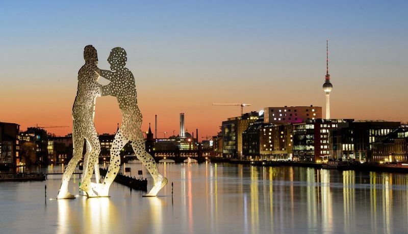 Molecule Men Sculpture – Berlin, Germany